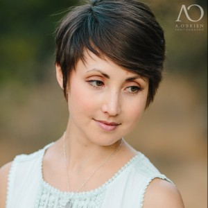 Robyn-Headshot-e1451325728835-300x300